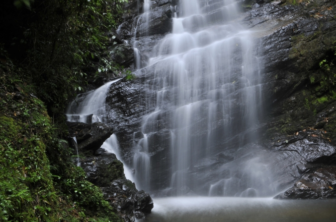 Cachoeira Véu de Noiva, na Vila de Maromba. Foto: Débora Costa e Silva