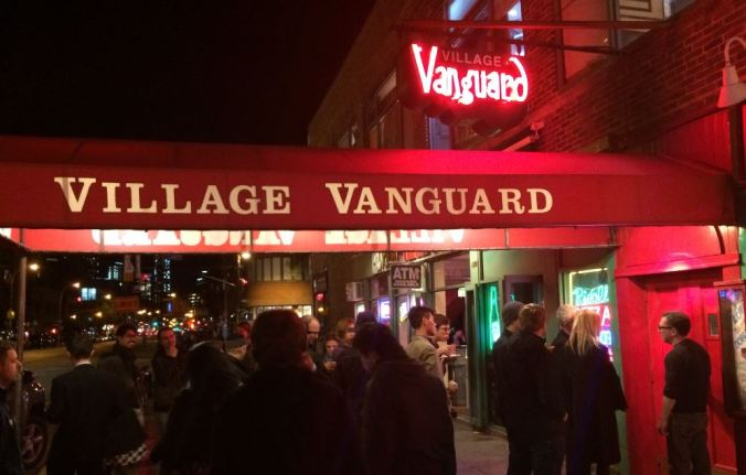 Fila para entrar no Village Vanguard, em NY (Foto: Débora Costa e Silva)