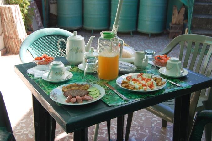 Café da manhã caprichado na casa da Sandra e do Paco em Santiago de Cuba. Foto: Débora Costa e Silva