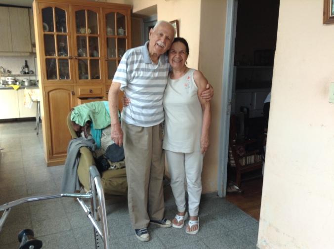 Minha vó e seu primo Sergio, em sua casa em Godoy Cruz, em Mendoza