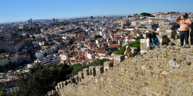 Ora pois, que cidade mais gira Lisboa! Mas anda que se desunha nesse Castelo de São Jorge! (Foto: Débora Costa e Silva)