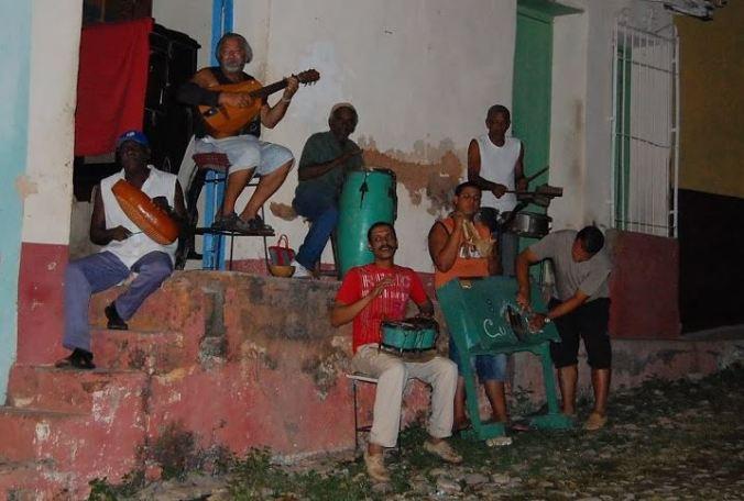 Músicos em cada esquina: um mito real de Cuba. Foto feita em Trinidad