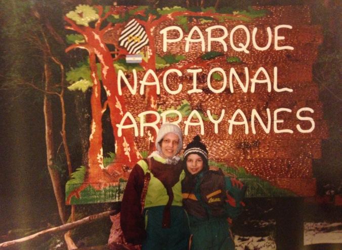 Eu e minha mãe no Parque Nacional Arrayane, em Bariloche. Foto: Arquivo pessoal