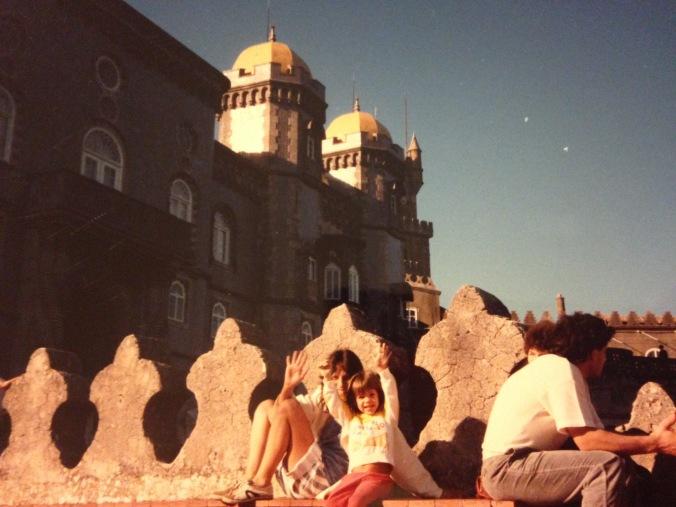 Eu e minha mãe nos divertindo em Portugal. Foto: Arquivo pessoal
