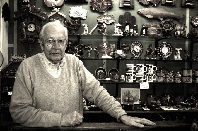 Marito no balcão, na visita que fiz a Bariloche em 2012