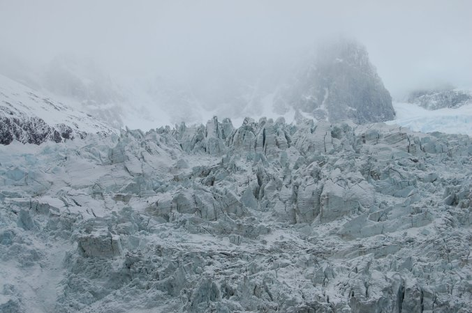 Pensa n num lugar frio. E lindo. É aqui! Na foto, um dos glaciares vistos no cruzeiro pela Terra do Fogo. Foto: Débora Costa e Silva