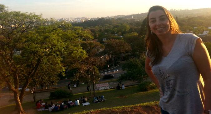 Flávia no seu cantinho especial de São Paulo, a Praça Pôr do Sol (foto: arquivo pessoal)