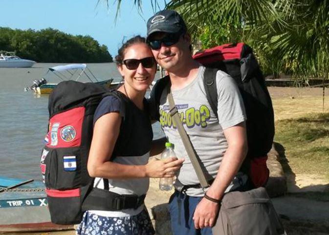 Os viajantes e suas mochilas chegando em Caraíva, na Bahia, em 2016. Foto Arquivo pessoal