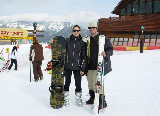 Casal em estação de esqui em Andorra, país europeu localizado entre o nordeste da Espanha e o sudoeste da França. Foto: Arquivo pessoal