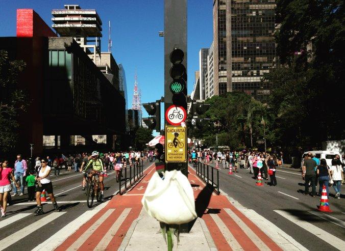 Avenida Paulista aos domingos recebe ciclistas, artistas e cada vez mais moradores que curtem o dia ao ar livre. Foto: Débora Costa e Silva