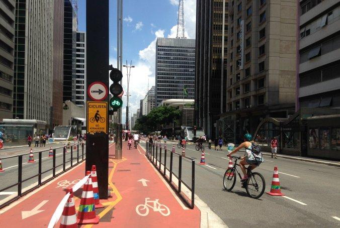 Ciclovia + ciclofaixa na avenida Paulista. Foto: Débora Costa e Silva