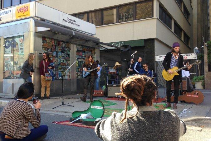 Banda Picanha de Chernobil toca covers e músicas próprias de rock e blues. Foto: Débora Costa e Silva