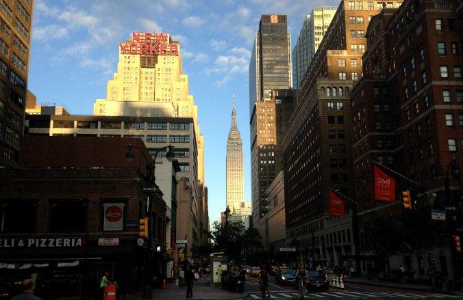 Empire State Building ao lado do letreiro New Yorker. Foto: Débora Costa e Silva