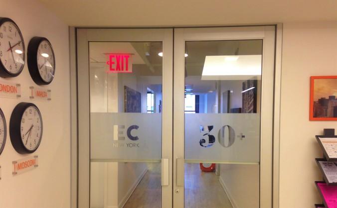 Área destinada aos alunos com mais de 30 anos da EC English School, em Nova York. Foto: Débora Costa e Silva